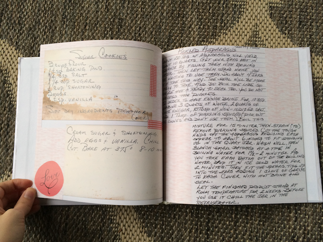 Handmade Holiday Gift Idea: Family Recipe Book | RachaelRoehmholdt.com