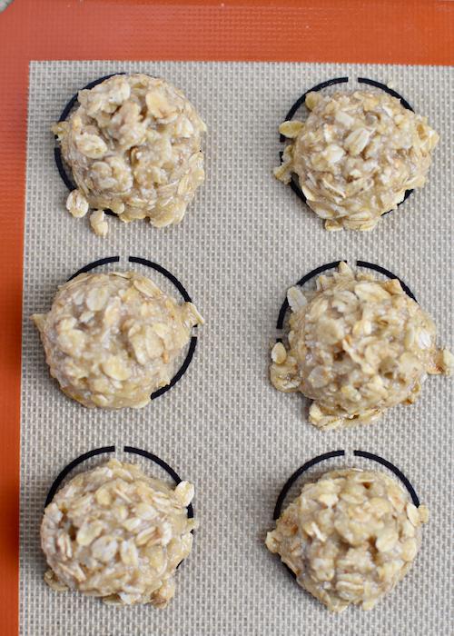 Gluten-free Oatmeal Cookies - Scoop the cookie dough