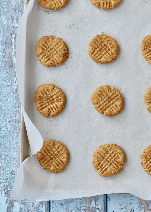 Gluten-free Peanut Butter Cookies: bake the cookies