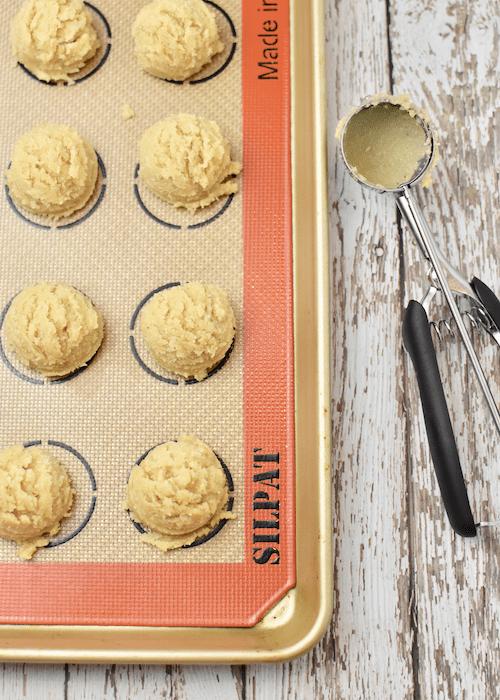 Gluten-free Snickerdoodles: scoop the cookie dough