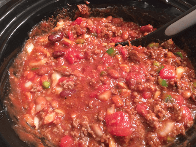 Easy Crockpot Chili Recipe | RachaelRoehmholdt.com