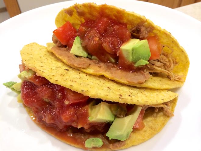 Super Easy Crockpot Chicken Tacos | RachaelRoehmholdt.com